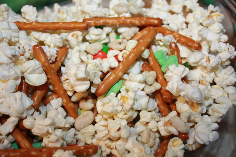 st. patrick's day snack mix (1)